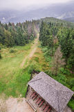 Visión desde la torre de observación en el top de la montaña Imagenes de archivo