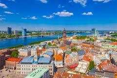 Visión desde la torre de St Peters Church en Riga, Letonia Imágenes de archivo libres de regalías
