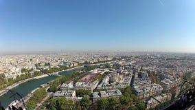 Visión desde la torre Eiffel en un día soleado en París, Francia almacen de video