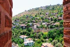 Visión desde la torre roja a la zona urbana adyacente Alanya, Turquía Imágenes de archivo libres de regalías