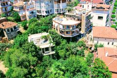 Visión desde la torre roja a la zona urbana adyacente Alanya, Turquía Fotos de archivo