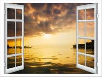 Visión desde la ventana abierta de la puesta del sol del Caribe Fotos de archivo