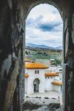 Visión desde la ventana de la torre a los fortres de Rabath en Akhaltsikhe, Georgia Castillo de Lomisa o complejo del castillo de Imagen de archivo