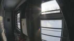 Visión desde la ventana del ferrocarril Salida del sol Paisaje del invierno almacen de video