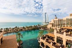 Visión desde la ventana del hotel del salam del ` del Mina A de Jumeirah imagen de archivo