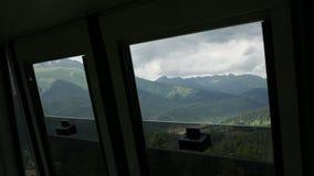 Visión desde la ventana del paso del teleférico almacen de metraje de vídeo