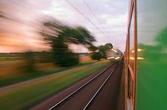 Visión desde la ventana del tren móvil Fotos de archivo libres de regalías
