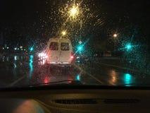 Visión desde la ventana frontal del coche imagen de archivo