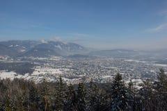 Visión desde Mt Dobratsch a Villach en invierno Imágenes de archivo libres de regalías