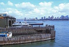 Visión desde muelles de la isla de Staten Imagen de archivo libre de regalías