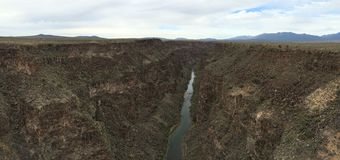 Visión desde Rio Grande Gorge Bridge imágenes de archivo libres de regalías