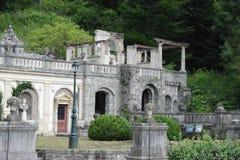 Visión desde un jardín de un palacio de verano en Rumania imagen de archivo