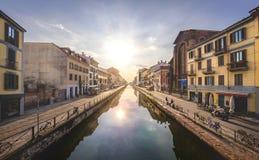 Visión desde un puente en Milnano, Italia imagen de archivo libre de regalías