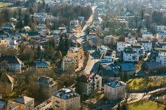 Visión desde un punto álgido a la ciudad histórica de Salzburg Una ciudad en Austria occidental, la capital del estado federal de Fotografía de archivo libre de regalías