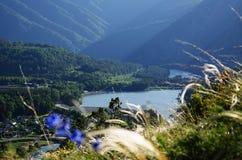 visión desde una alta montaña en el paisaje natural Imagen de archivo libre de regalías
