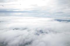 Visión desde una ventana plana del ala Imágenes de archivo libres de regalías