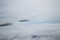Visión desde una ventana plana del ala Foto de archivo