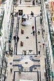 Visión desde von Elevador de Santa Justa a la ciudad vieja de Lisboa Imágenes de archivo libres de regalías