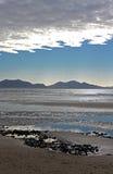 Visión dramática desde la playa de Newborough Anglesey, País de Gales Imagenes de archivo