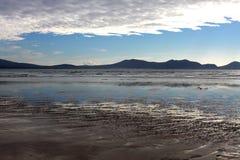 Visión dramática desde la playa de Newborough Anglesey, País de Gales Imagen de archivo