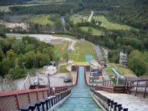 Visión en declive desde el salto de esquí en Lake Placid Imágenes de archivo libres de regalías