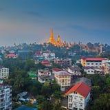 Visión en el amanecer de la pagoda de Shwedagon Fotos de archivo libres de regalías