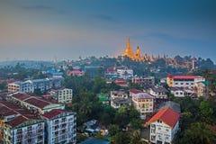 Visión en el amanecer de la pagoda de Shwedagon Imagen de archivo