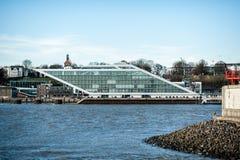 Visión en el edificio del Dockland en Hamburgo, Alemania en la luz del día imagen de archivo