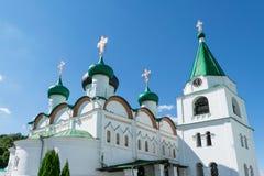 Visión en el monasterio de la ascensión de Pechersky al día soleado claro Imágenes de archivo libres de regalías
