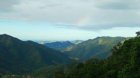 Visión en el pico de una montaña Imagen de archivo