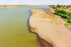Visión en el río Nilo azul del puente en el taco Madani Foto de archivo