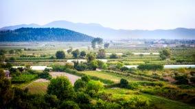 Visión en el valle verde limpio y preservado Imagen de archivo