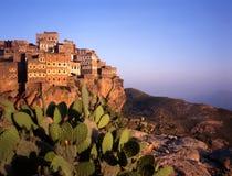 Visión en Hajjarrah, Yemen, en la puesta del sol Imagen de archivo libre de regalías