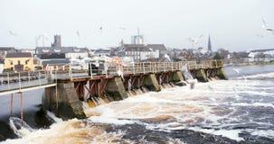 Visión en la central hidroeléctrico en el río Athlone