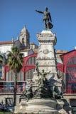 Visión en la ciudad del infante Dom Henrique Statue y de Oporto en fondo fotografía de archivo