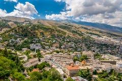 Visión en la ciudad vieja de Gjirokaster Foto de archivo libre de regalías