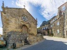 Visión en la iglesia Matriz del sao Salvador en el pueblo de Monsanto - Portugal Imágenes de archivo libres de regalías