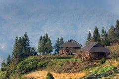Visión en las montañas colgantes en el PA del Sa, Vietnam fotografía de archivo