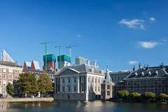 Visión en los edificios holandeses del parlamento Foto de archivo libre de regalías