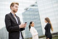 Visión en los hombres de negocios jovenes al aire libre Fotografía de archivo