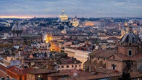 Visión en Roma capital histórica con las señales alrededor del río Tíber en Italia almacen de metraje de vídeo