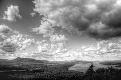 Visión encima de una montaña Fotos de archivo
