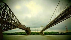 Visión entre dos puentes sobre el St Lawrence River foto de archivo