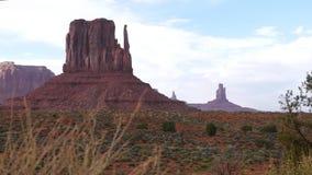 Visión escénica en el valle del monumento, los E.E.U.U. Foco flotante metrajes