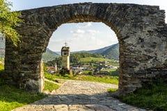 Visión escénica en el Wachau con la vieja puerta spitz imagen de archivo libre de regalías