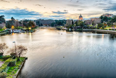 Visión escénica sobre el lago del EUR en Roma, Italia Fotos de archivo