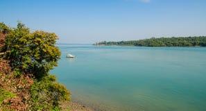 Visión escénica sobre el océano y la isla de Bubaque, archipiélago de Bijagos, Guinea-Bissau del vecino foto de archivo libre de regalías