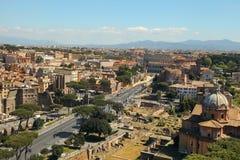 Visión escénica sobre las ruinas de Roman Forum en Roma, Italia Foto de archivo
