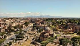 Visión escénica sobre las ruinas de Roman Forum en Roma, Italia Fotos de archivo