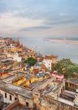 Visión escénica sobre Varanasi del tejado foto de archivo libre de regalías